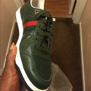 DS GUCCI SNEAKERS SIZE 9